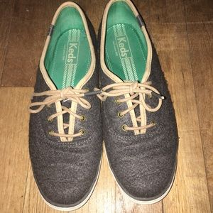 Keds Velcro Material Shoes with daisies on heel